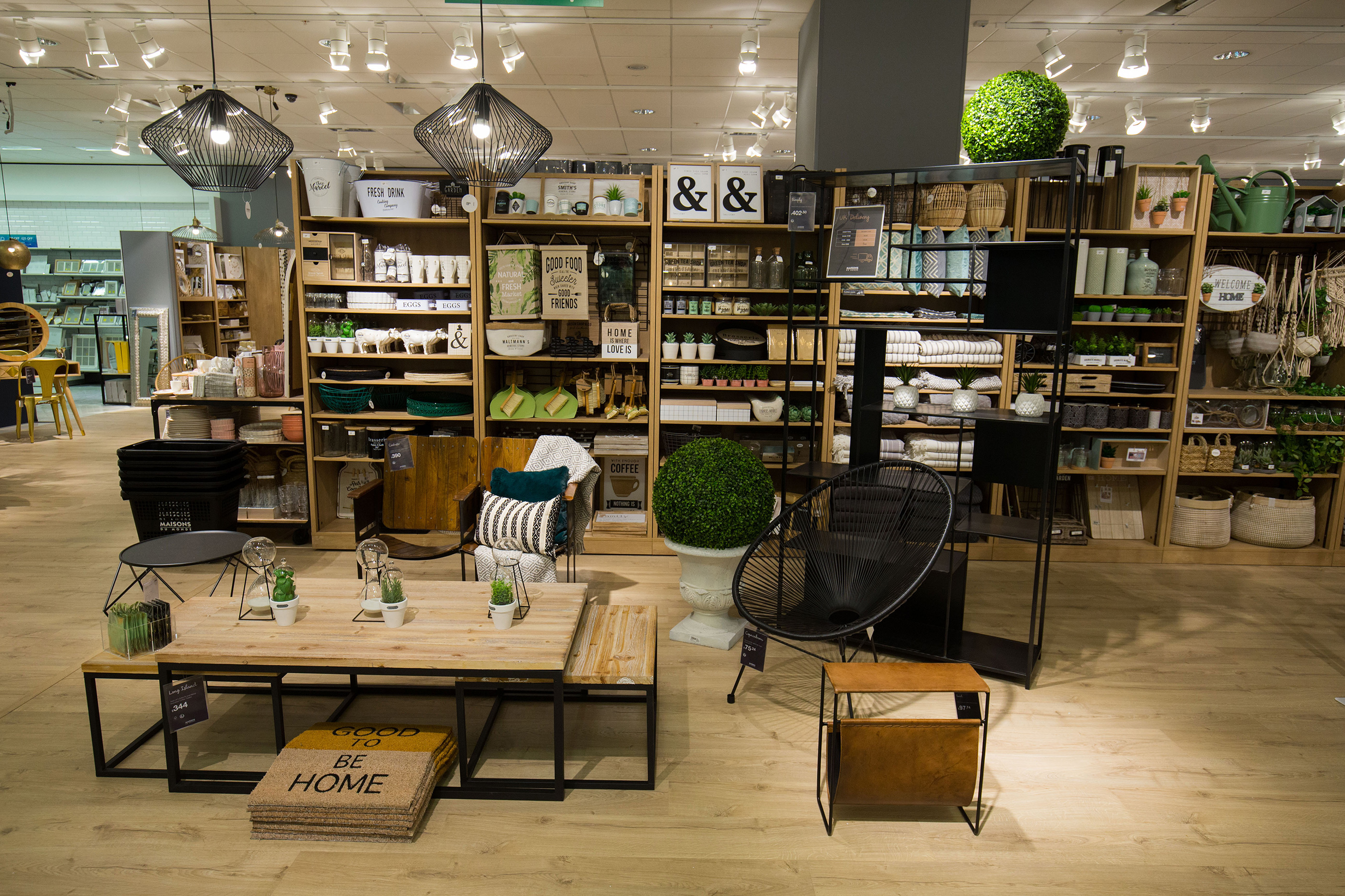 Maisons du monde opened 3 concessions in london westfield for Tavolini maison du monde