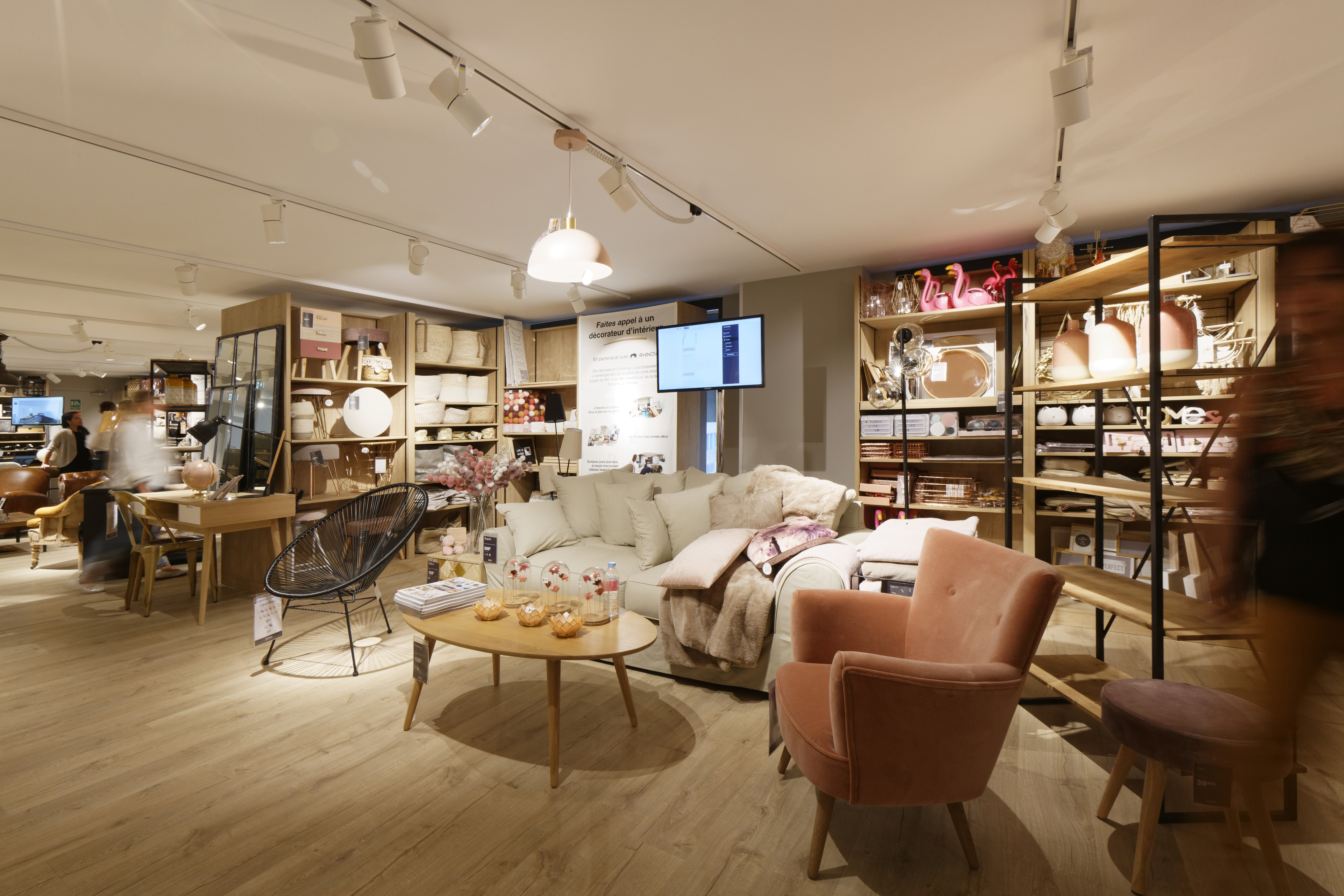 since the beginning maisons du monde has focused on decoding all the latest trends adapting to lifestyle changes and mixing up styles to create and